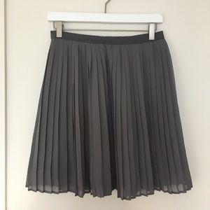 Uniqlo grey pleated chiffon skirt, size medium